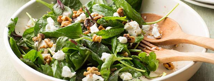 Spinach Salad with Walnut and Goat Cheese