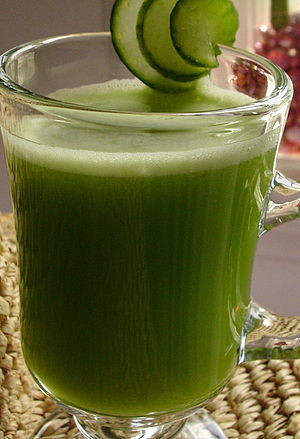 English: Cucumber, celery & apple juice