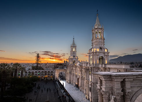 5 great things to do in Arequipa Church Main Square