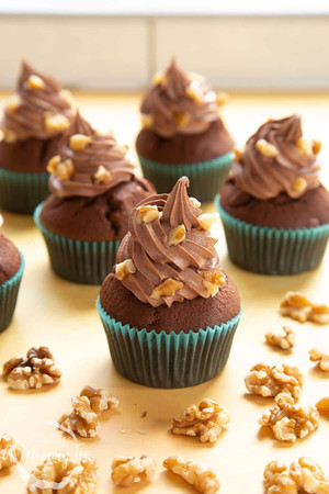 chocolate-walnut-cupcakes-1.jpg