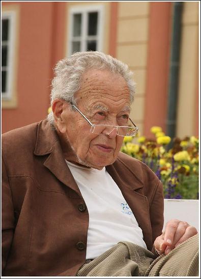 Prof.Karel.Lewit.1916-2014.jpg