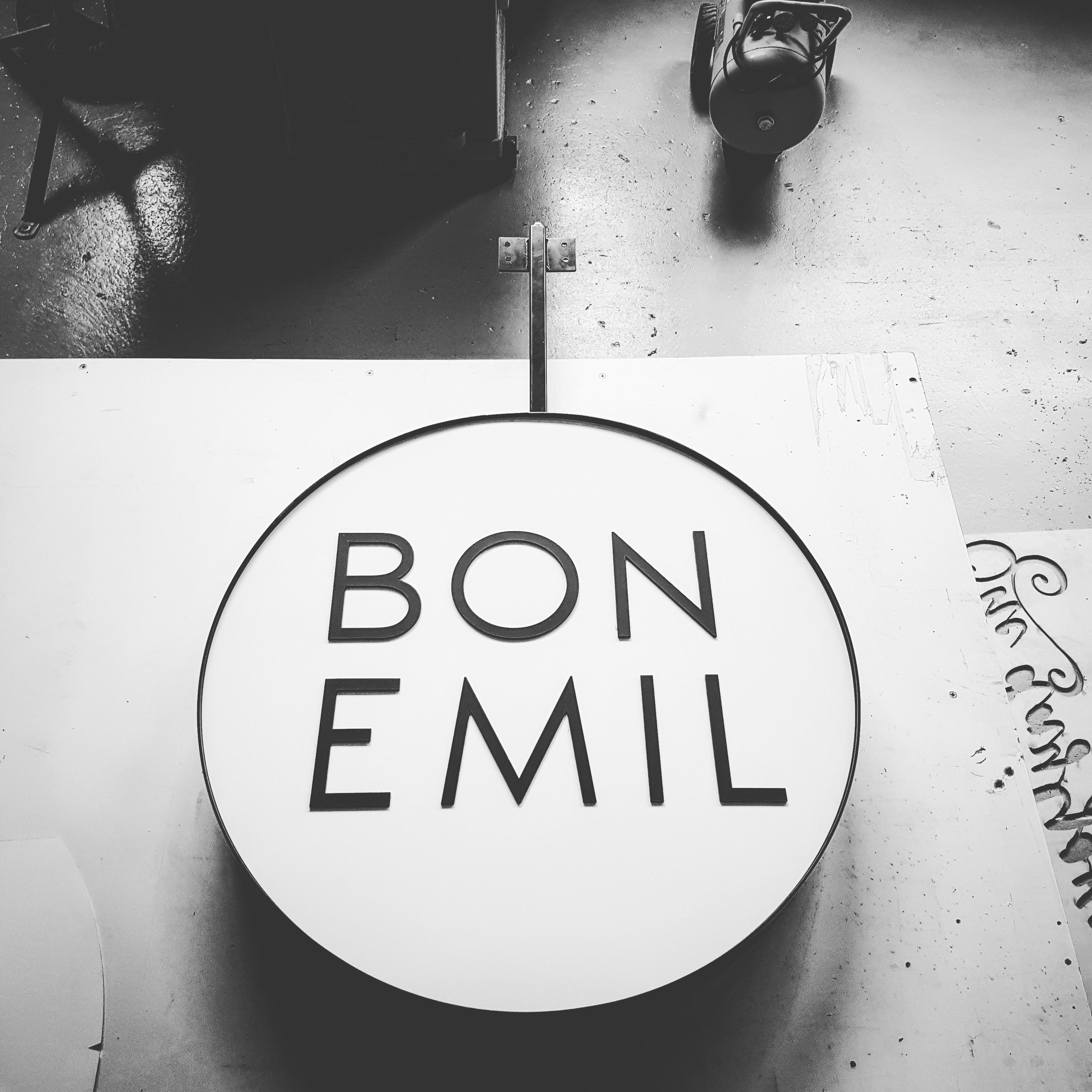 Bon Emil round sign