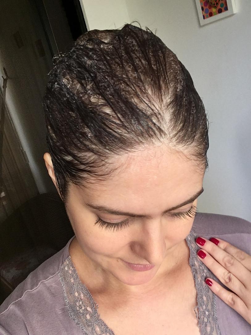 Como eu uso babosa com óleo de rícino no cabelo