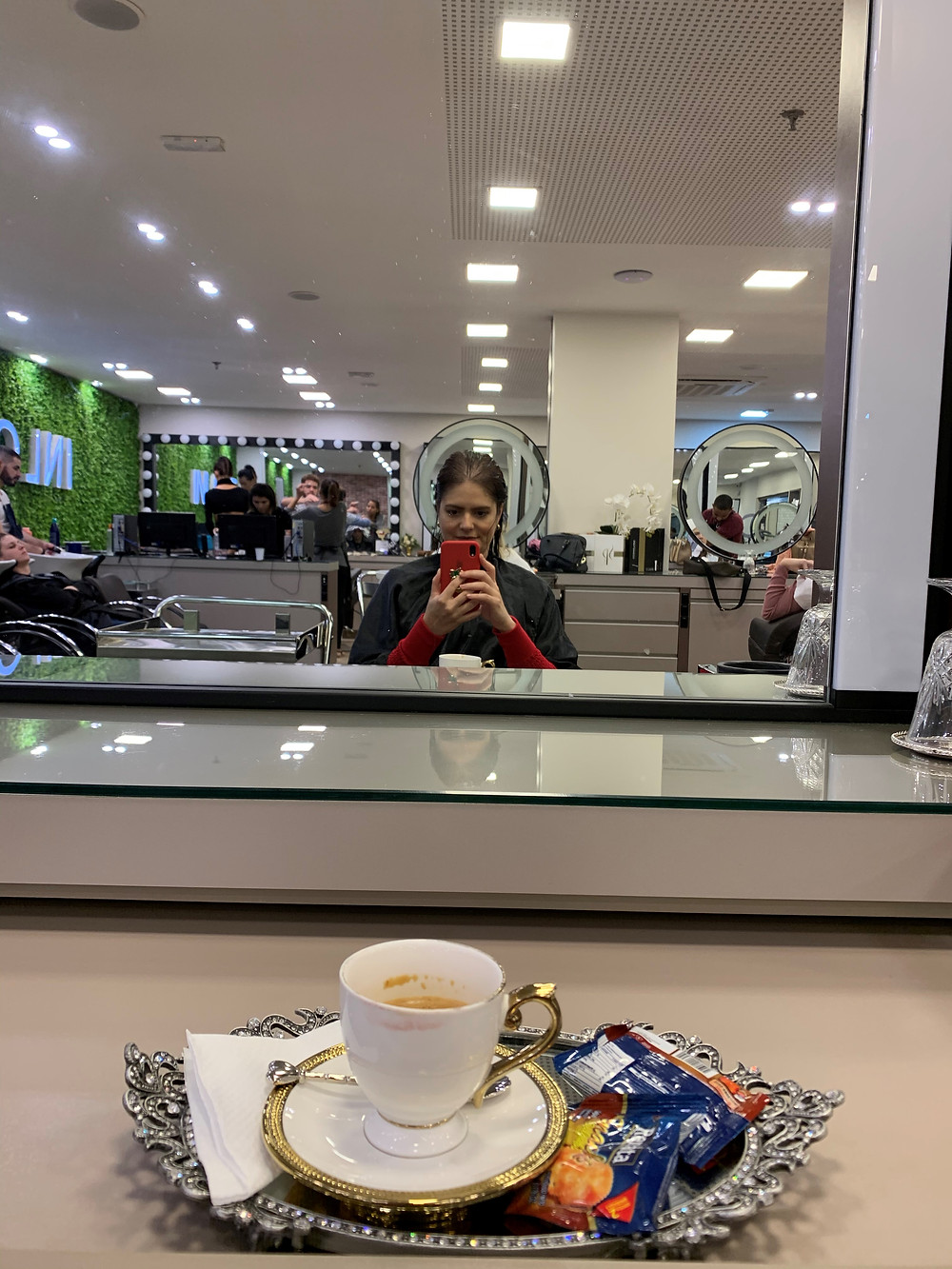 Cortei o cabelo com minha irmã gêmea