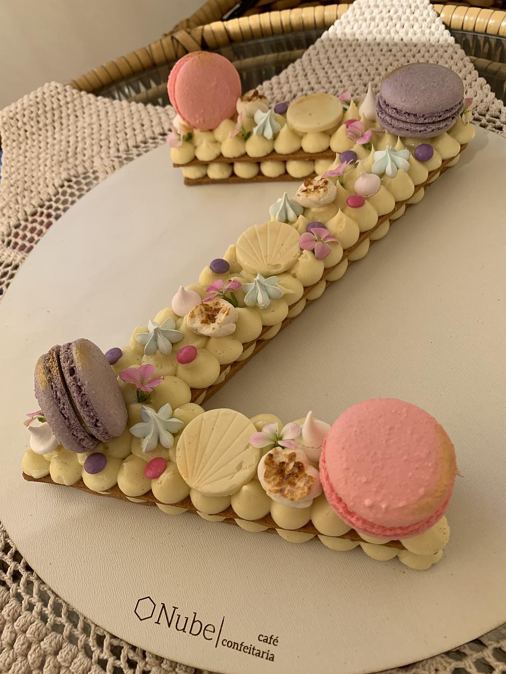 bolo letra letter cake Z Nube Cafe Brasília issoqueeamiga
