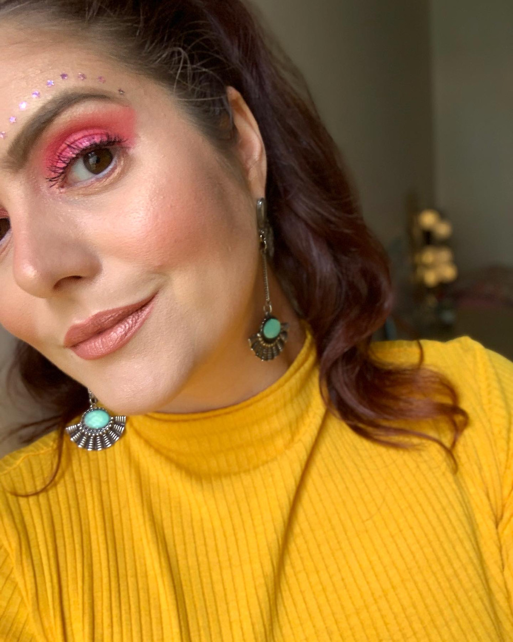 Maquiagem carnaval olho rosa