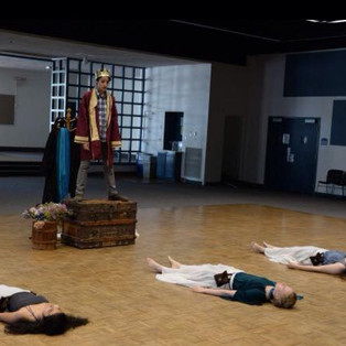 The boy (Luca Azenaro-Acero) encounters the girls and becomes King Lear.