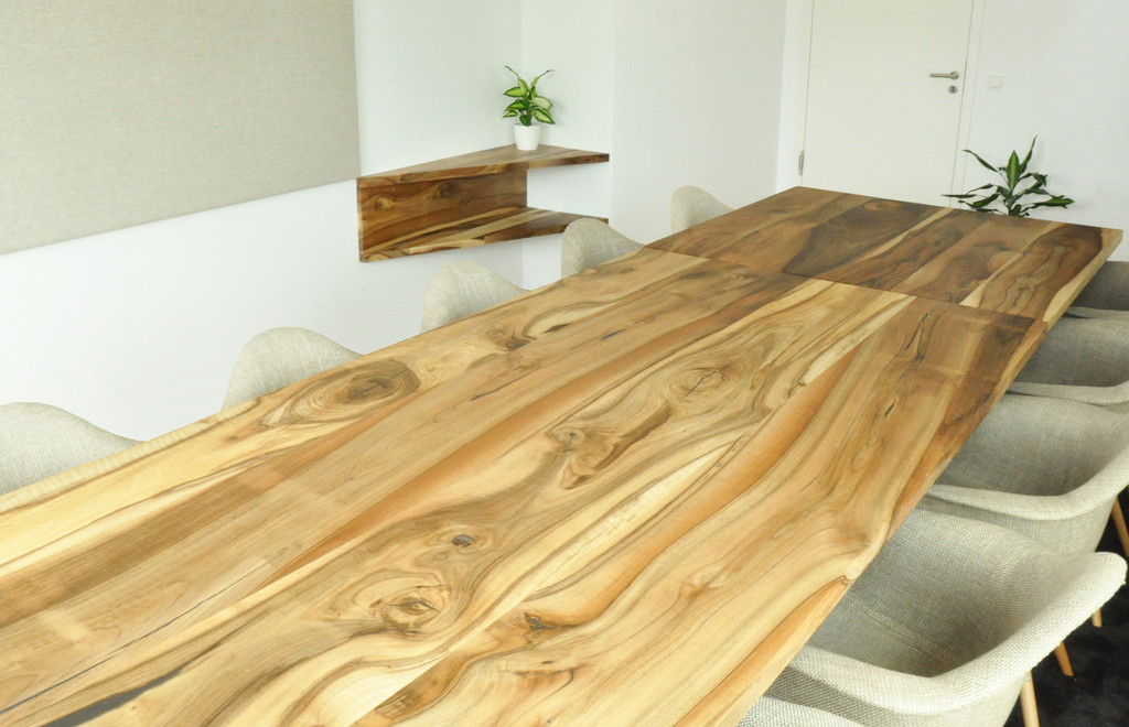 Nabe_MietWerk_CoWorking_walnut table.jpg