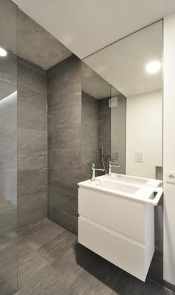 ALE9_bathroom1.jpg