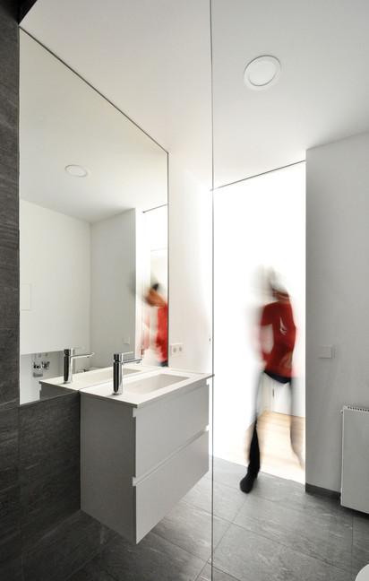 ALE10_bathroom2.jpg