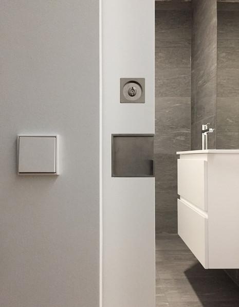 ALE8_bathroom detail handle.jpg