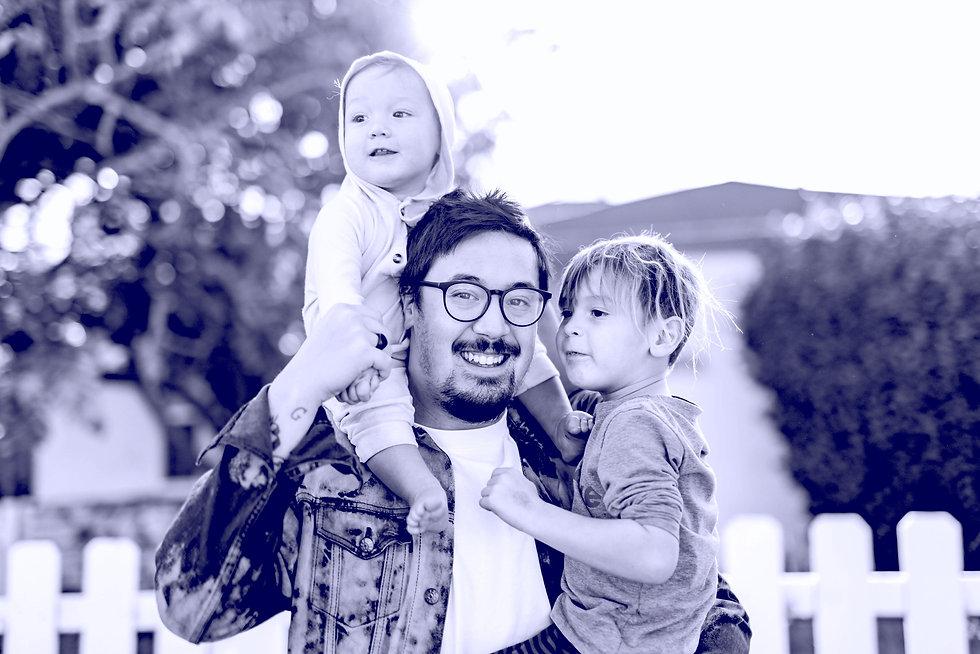 Família feliz pois comprou planos de saúde - miami saúde - sua corretora de planos de saúde