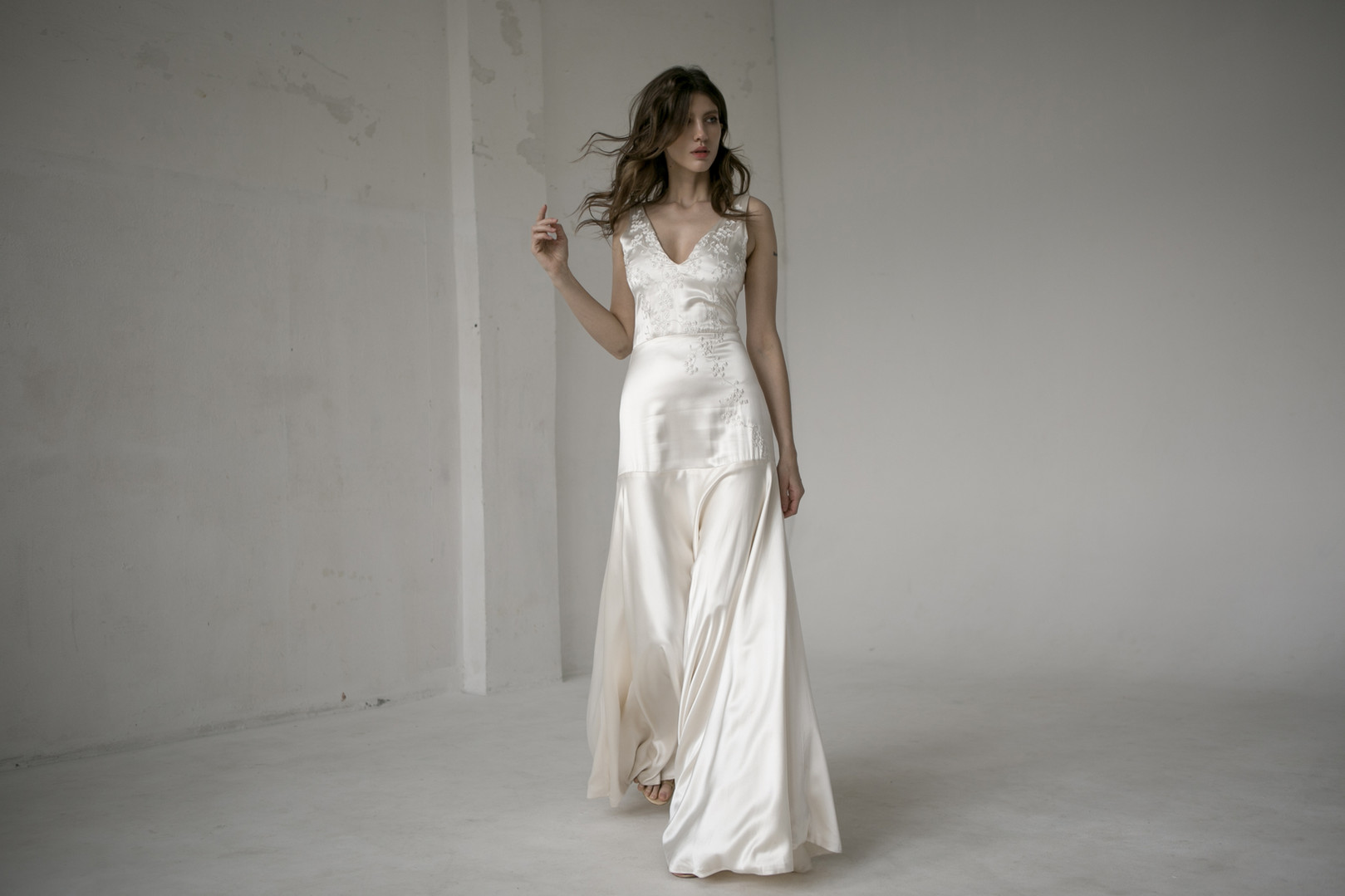 Piece-9--L'eto-Bridal-Seascape-Collectio