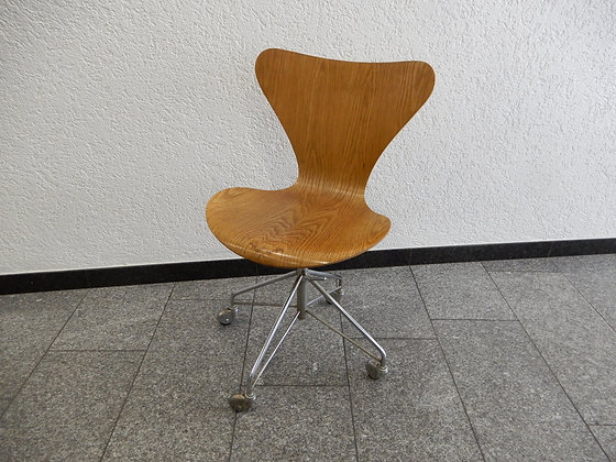 Arne Jacobsen Bürostuhl 3117 in Eiche