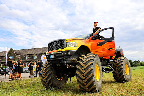 Monster truck (3).jpg