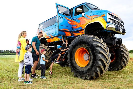 Monster bus truck pramogos (3).jpg