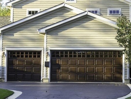 How Do We Find the Qualified and Professional Garage Door Repair Serviceman?