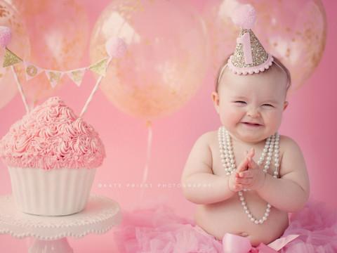 cake smash cake, cake smash outift, professional cake smash photographer Saltdean