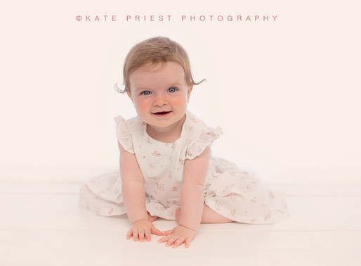Hassocks Baby Photographer - Mia Sitter Session