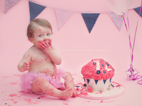 1st birthday cake smash, cake smash Burgess Hill