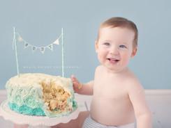 birthday cake picture, professional cakesmash photographer Hove