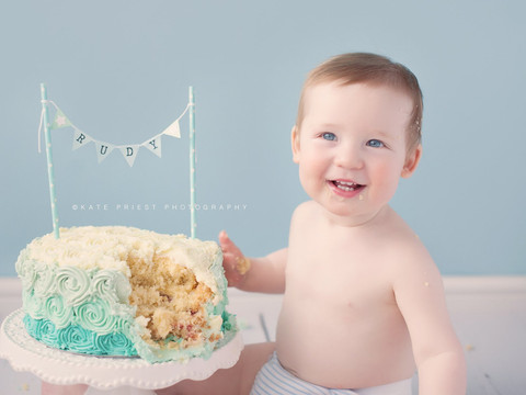 birthday cake picture, professional cakesmash photographer Hove
