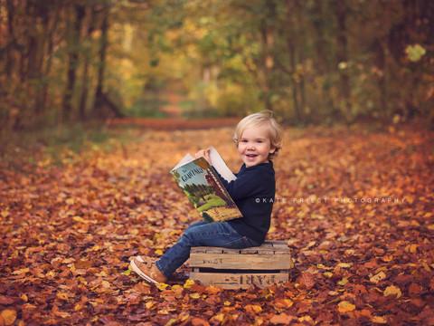 autumn leaves picutres, autumn family photoshoot Burgess Hill
