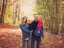 family photoshoot amongst Autumn leaves
