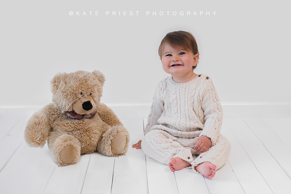 baby photoshoot with cuderly bear - baby photographer - baby photography