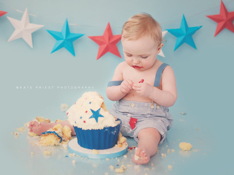 first birthday cake boy, cake smash professional photographer Hassocks