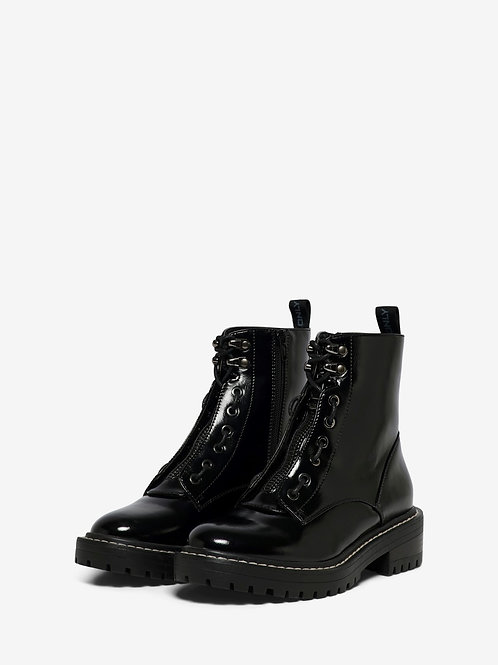 BOLD BOOTS