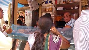 Samosa vendor in Mumbai