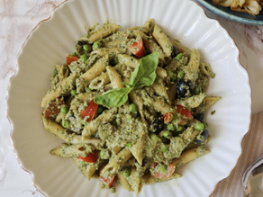 Vegan summer cold pasta with pea, cherry tomatoes and olives (onions and garlic free)