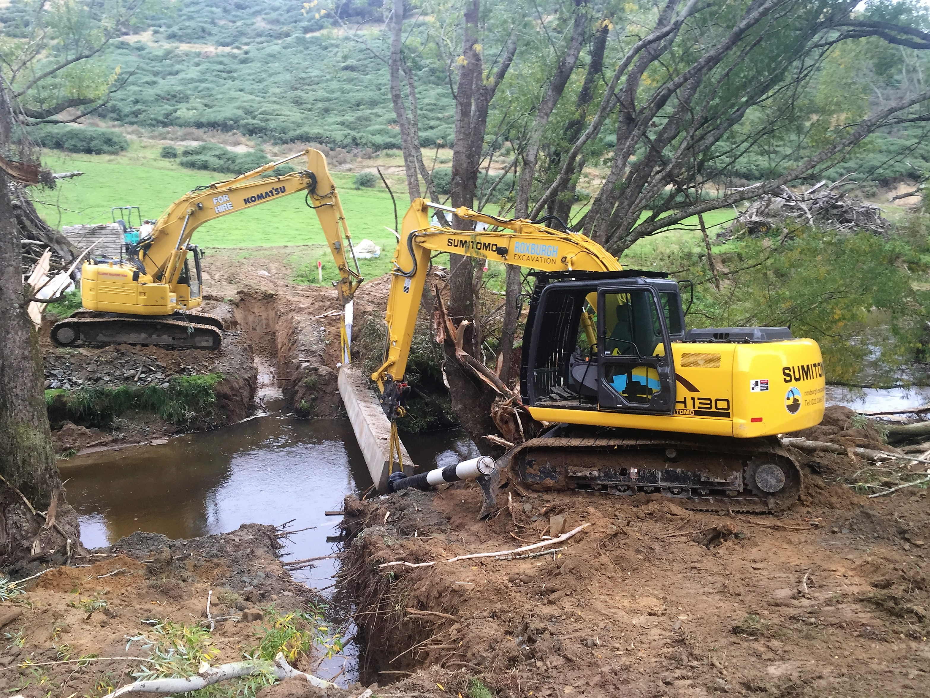 Lifting River crossing pipe into place