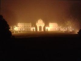 Fotografia de Pedro Grilo, Seteais no nevoeiro, numa caminhada nocturna de Miguel Boim, O Caminheiro de Sintra