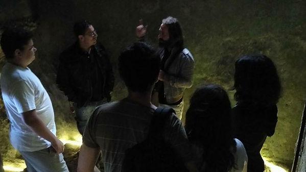 """Miguel Boim, O Caminheiro de Sintra, numa visita guiada ao Convento dos Capuchos da Serra de Sintra (""""Vida e Morte no Convento dos Capuchos da Serra de Sintra"""")."""