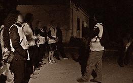 Miguel Boim, O Caminheiro de Sintra, num ponto de paragem numa caminhada nocturna - fotografia de Esraíta Araújo
