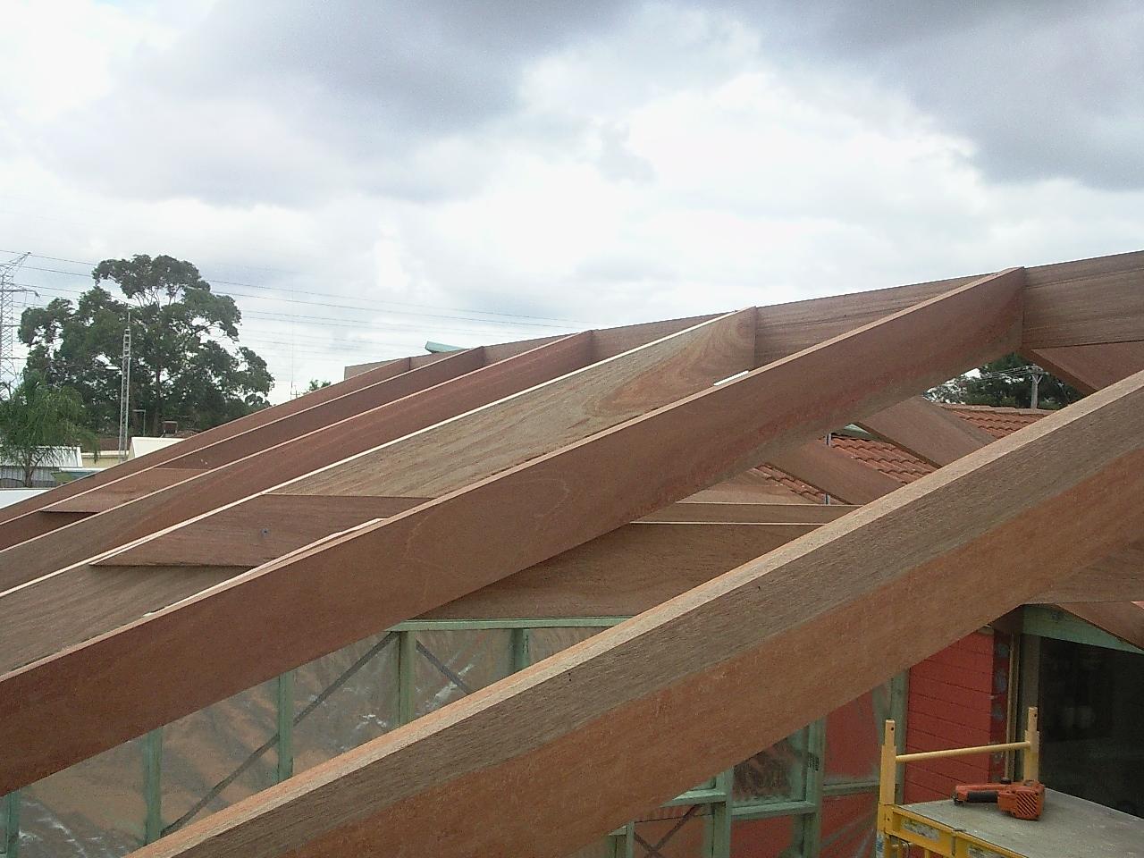 Roof under construction, Bibra Lake