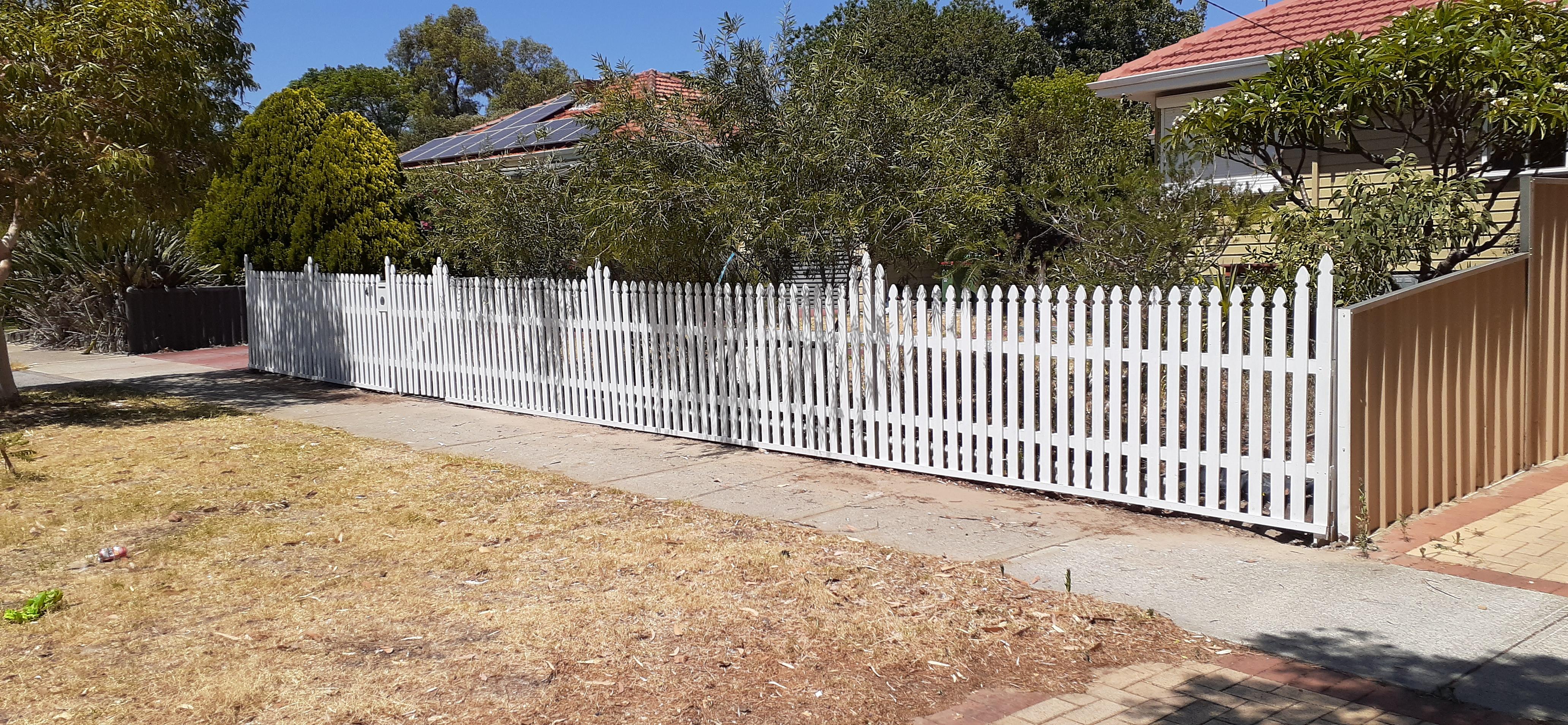 Fence, Hilton