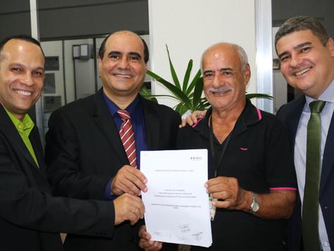 Assinatura do contrato de permissionária.