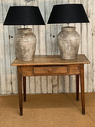 TALL PAIR OF OLIVE POT LAMPS WITH DECORATIVE DETAILING TO BASE