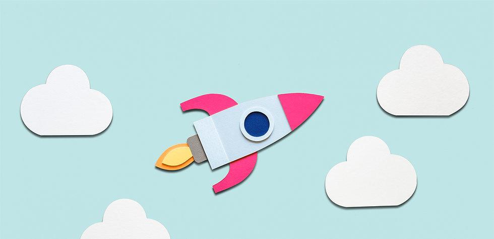 Fusée Hold School volant dans le ciel vers le succès Bitcoin Crypto.jpg