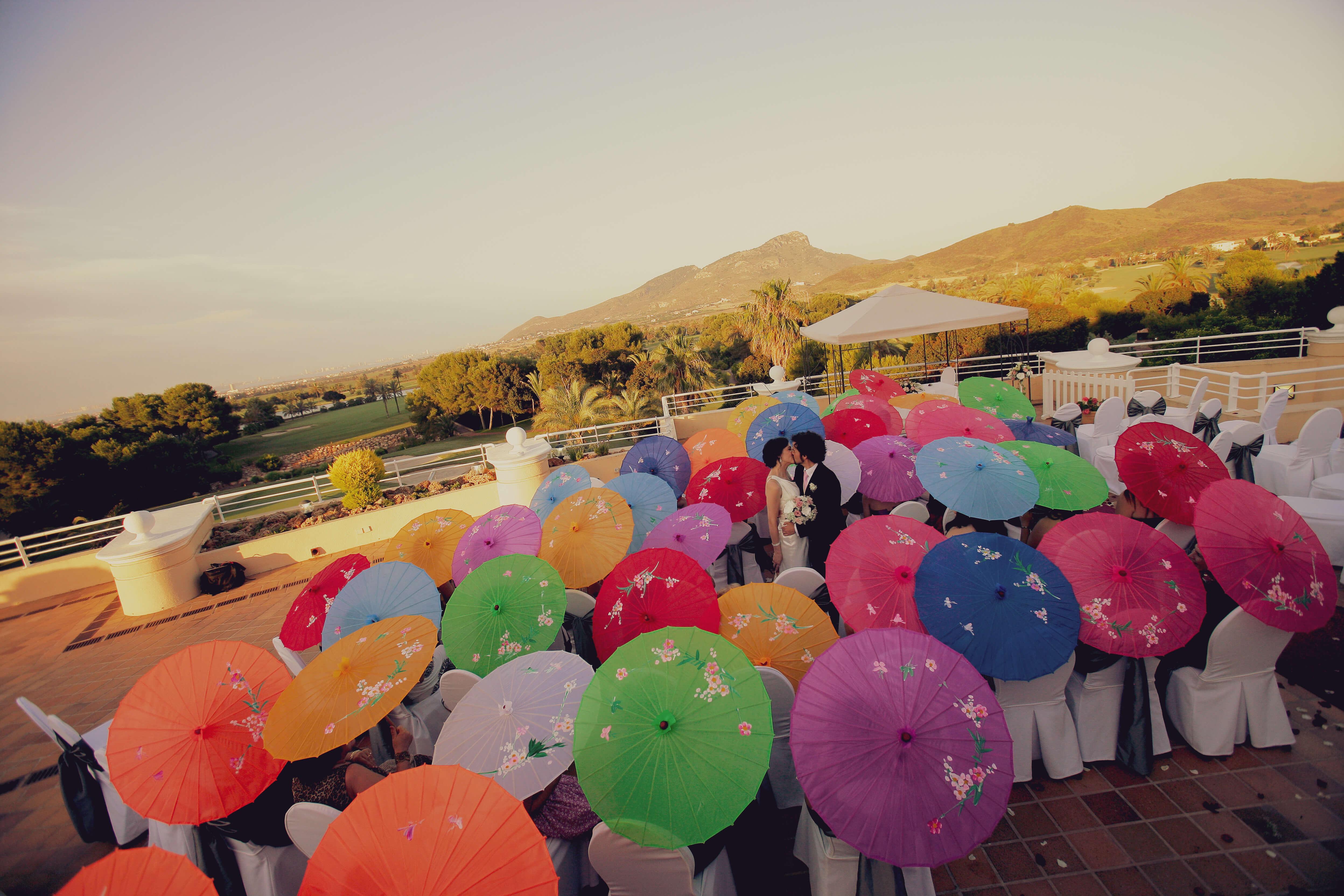 la boda de los paraguas