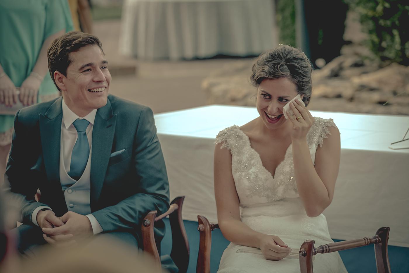 la novia llora de alegría