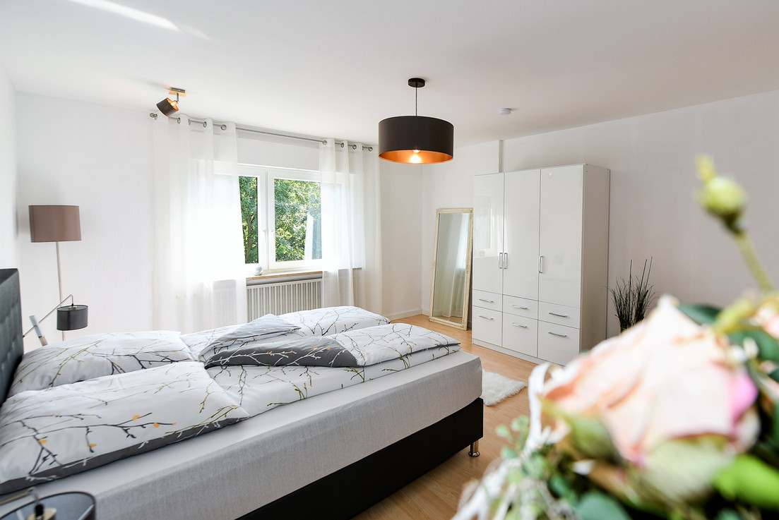 Schlafzimmer I mit Kingsize Bockspringbett