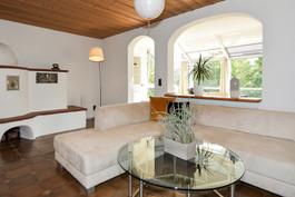 Wohnzimmer mit Blick in Wintergarten