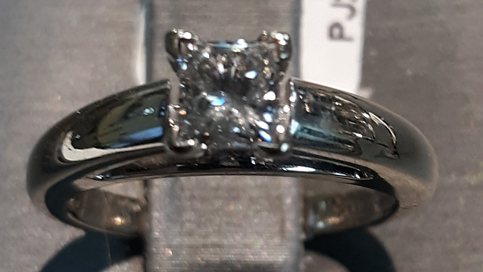 14k white gold 1/2ct solitaire diamond ring