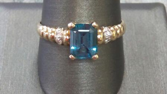 Ladies Blue Topaz Fashion Ring