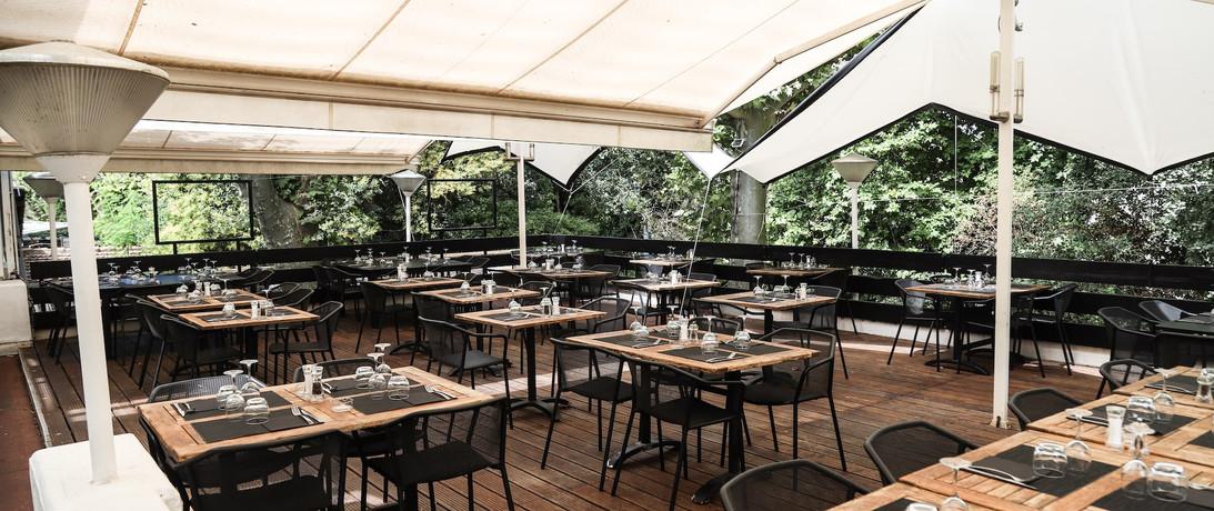 terrasse exterieure du restaurant.jpg