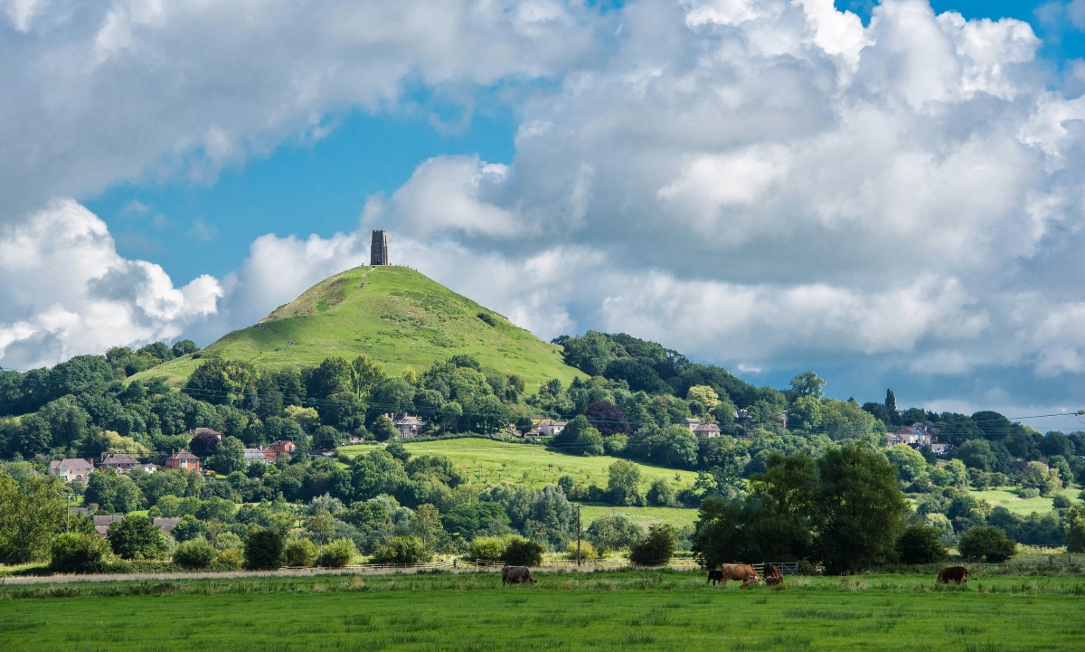 Glastonbury_Tor-_View_of_an_iconic_landmark_(geograph_5500644)